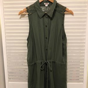 Army Green sleeveless blouse with collar.